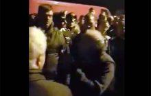I cittadini di Gorino bloccano la provinciale per l'arrivo dei migranti